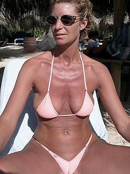 rank sexy ladies in bikinis pics