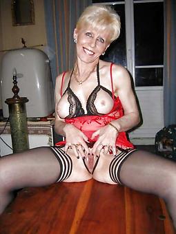 mature blonde trainer free nude pics