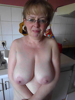 flawless naked gentry in glasses