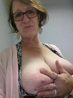 naked sexy grown-up women in glasses soles