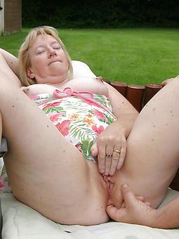 curvy busty mature masturbating pics