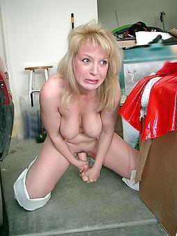 grown up milf masturbation free sex pics