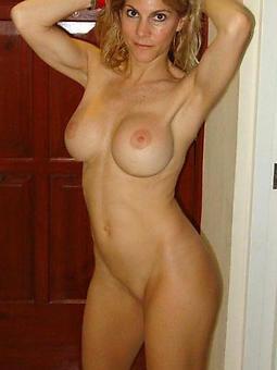 unorthodox nude mature moms sex pictures