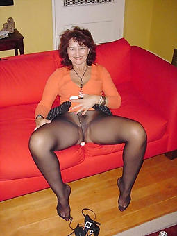 nice full-grown strata in pantyhose pictures