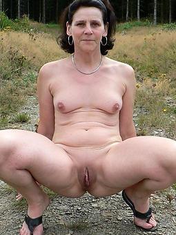 unadorned ladies nigh small tits porn dusting