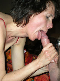 erotic looker mom gives blowjob