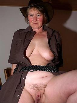 hot older moms pics