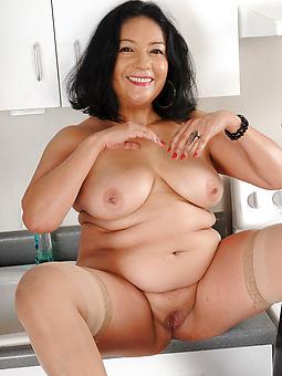 nude brunette mature