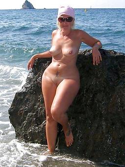 pretty curvy busty adult pics