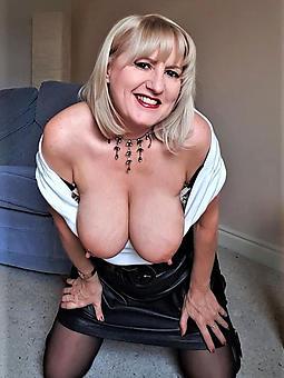 pretty spruce nude moms gallery
