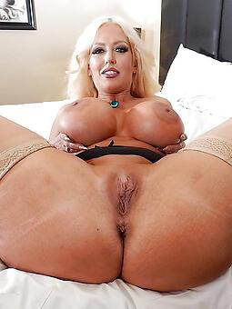 whore naked mature babes pics