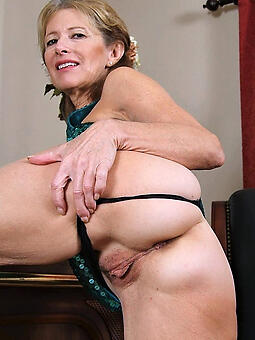 mom shaved pussy free porn pics