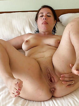 natural mom fingertips sex pics