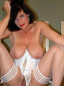 brunette lady free undecorated pics