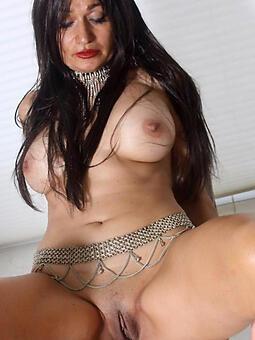 hotties brunette mom porn