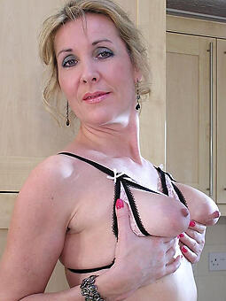 well turned out mom porn pic