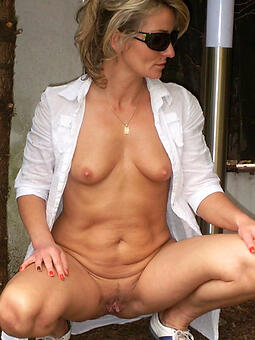 porn pictures of nude mature housewives