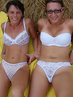 hotties moms in lingerie naked pics