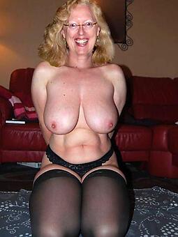 wild mom solo nude