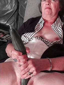 total nude mom masturbates pics