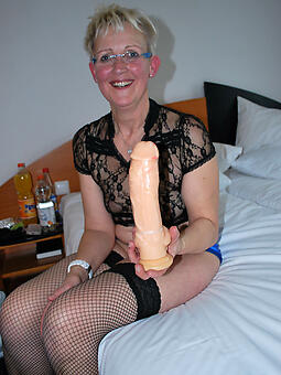 mom masturbates free porn x