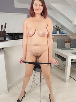 wild doyenne mom porn pics