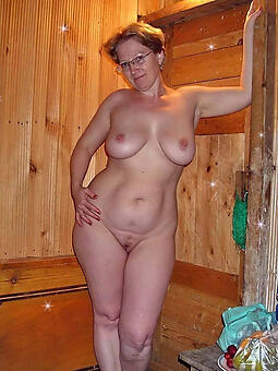 cougar mature wife naked photo
