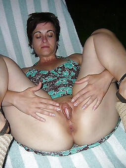 mom showing pussy