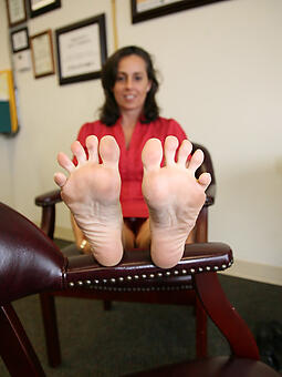 mature legs paws unconforming starkers pics