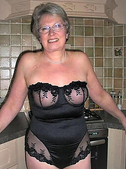 moms on every side sexy lingerie free naked pics
