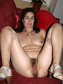cougar mature brunette women like a flash