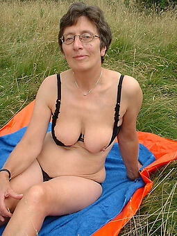 mature in glasses easy naked pics