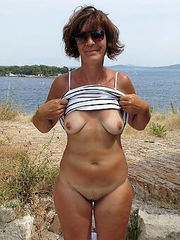 natural elderly lady solo pics