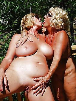 hot lesbian moms
