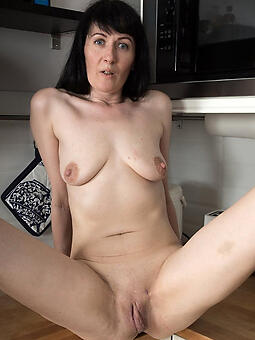 porn pictures of brunette upper classes