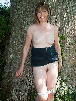 naked moms outdoors free naked pics