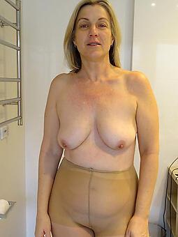 moms in pantyhose hot pics