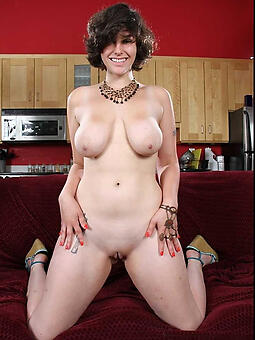 complete sexy moms naked