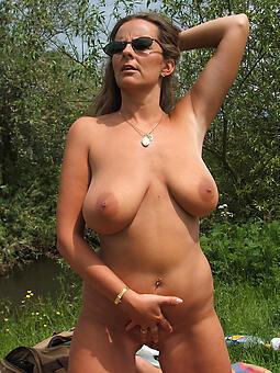 glum nude landed gentry