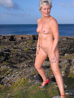 inept nude ladies outdoors pics