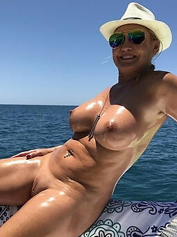 hotties naked moms outdoors