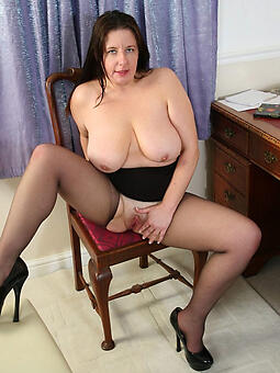 natural mature woman in stockings